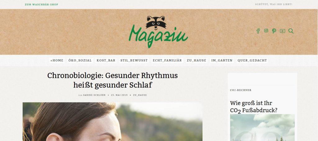 """Screenshot aus Waschbär-Magazin mit Überschrift Artikel """"Chronobiologie: Gesunder Rhythmus heißt gesunder Schlaf"""""""